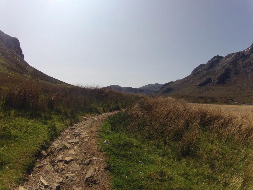 Start der Etappe 5 am Skye Trail in Richtung Camasunary