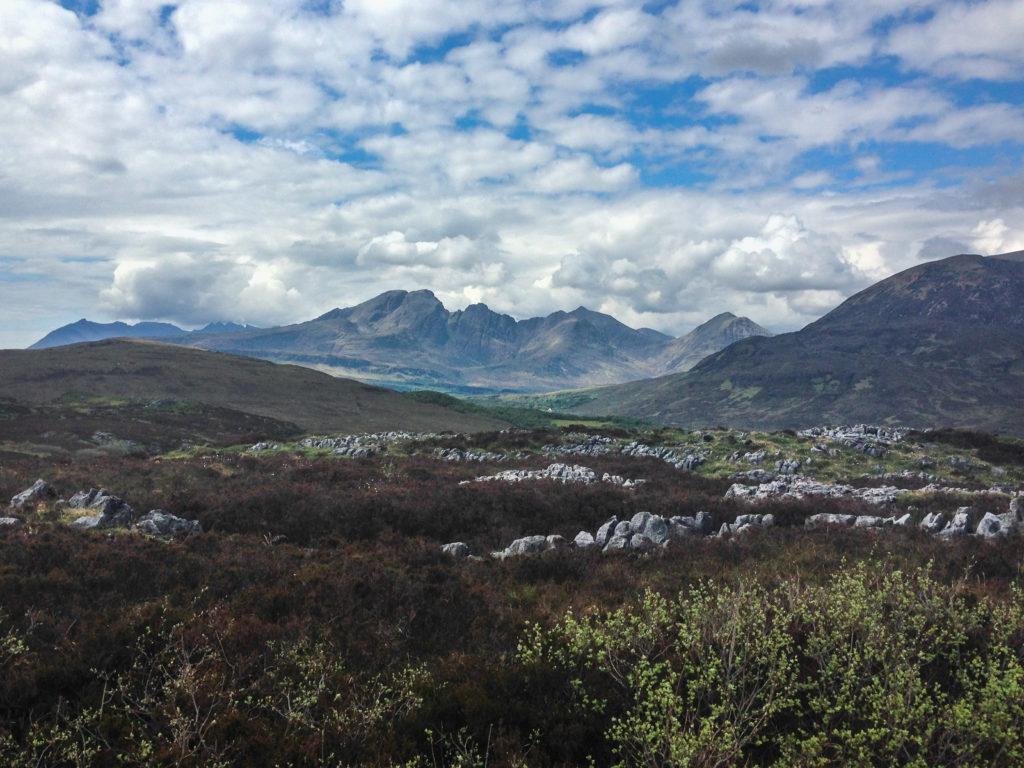 Blick zurück in die bereits durchwanderten Berge
