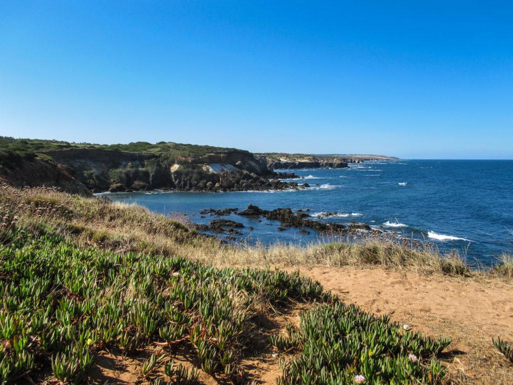Blick auf Küste und Meer auf Etappe 2 am Fischerpfad