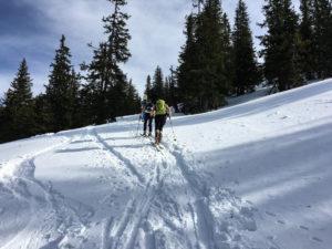 Tourengeher kurz vorm Gipfel, Skitour Gscheideggkogel