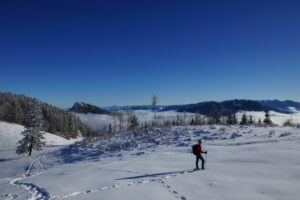 Rita mit Schneeschuhen, Blick ins Ennstal